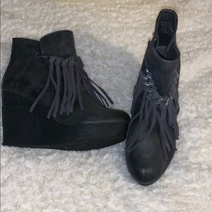 CUTE FALL FRINGE ZIP UP WEDGE